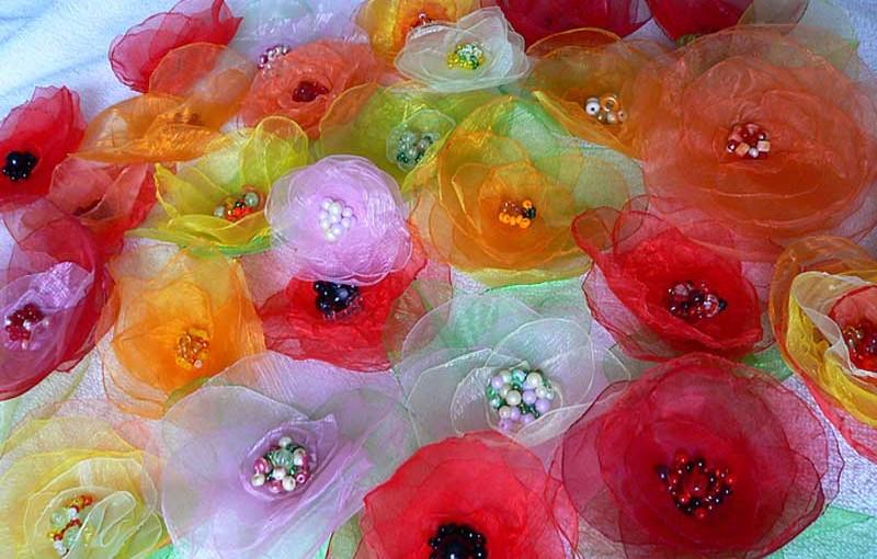 Цветы из органзы: бусинка к бусинке
